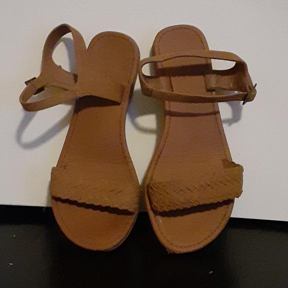 Soda size 5.5 tan flat sandal
